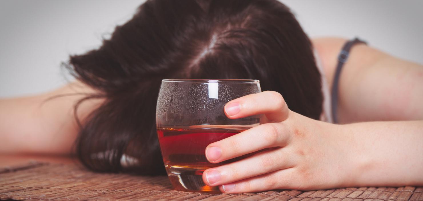 Vrouwelijke juristen in de VS grijpen sneller naar de fles in situaties van stress