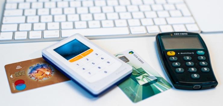 Advocate geeft bankpas en pincode aan stagiaire: 94.000 euro gestolen