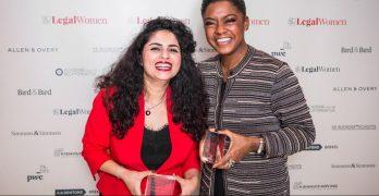 Winnaressen Liza Dehzad (l.) en Natacha Harlequin (r.)