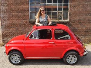 Minou Woestenenk en haar Fiat