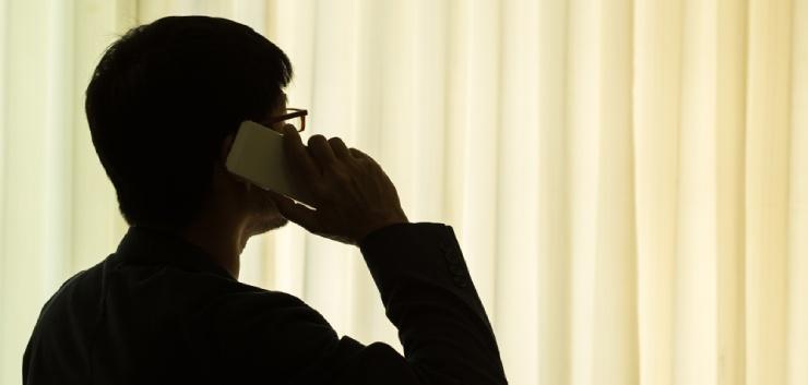 Schimmig telefoon gesprek