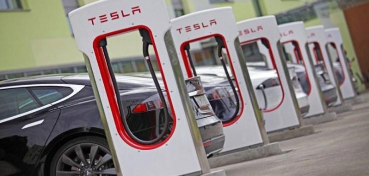 Tesla opladen